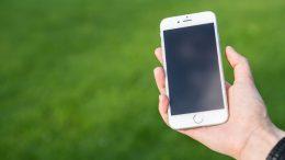 La scelta dei un cellulare per anziani_800x493